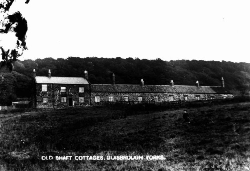 Guisborough__Old_Shaft_Cottages__Rawcliff_Bank__prior_to_demolition_in_1939.jpg