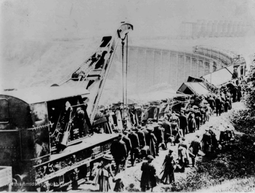 Kilton_viaduct__Ironstone_train_wreck_on_Skinningrove_side__1900.jpg